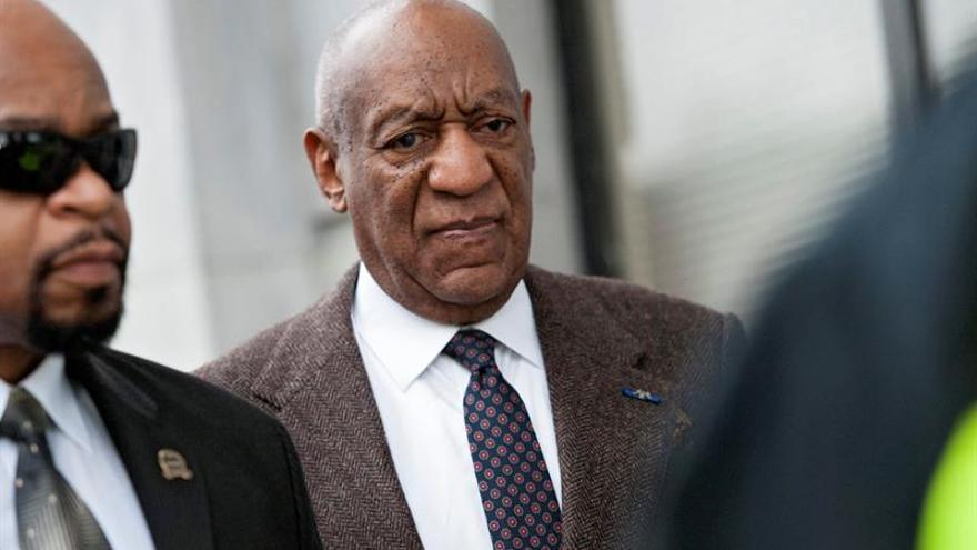 Nueva demanda contra Bill Cosby incluye a Hugh Hefner como cómplice
