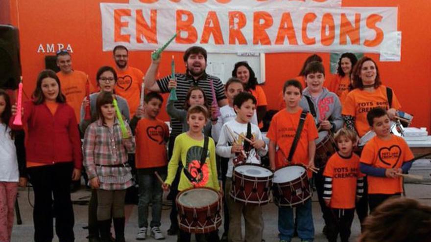 La comunidad educativa del Ciutat de Cremona 'celebra' los 3.000 días en barracones