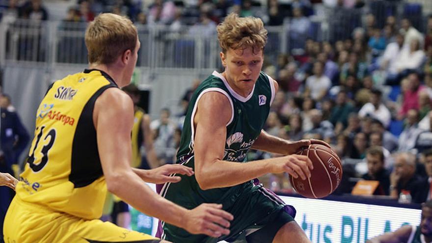 Sikma intenta frenar al alero lituano Kuzminskas. ACB