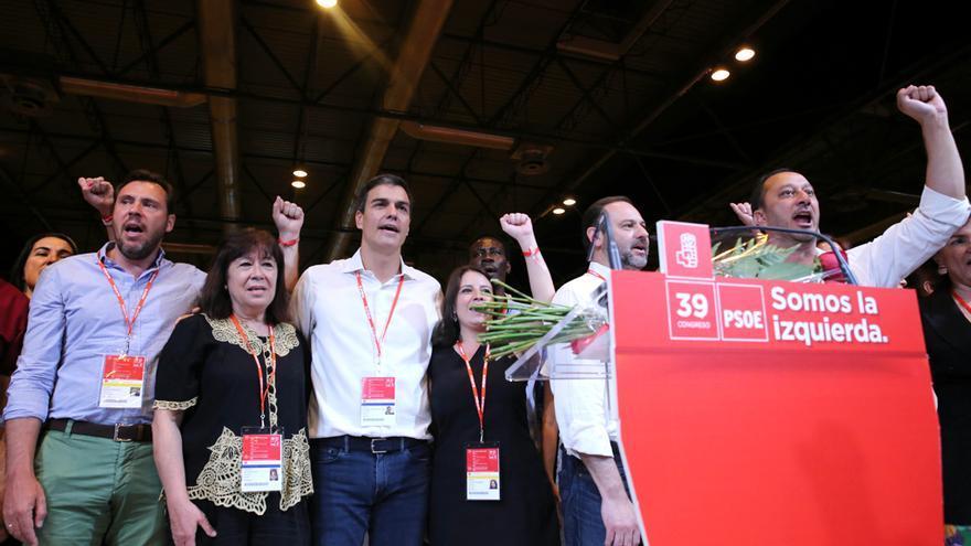 La cúpula de Pedro Sánchez canta La Internacional en el congreso del PSOE