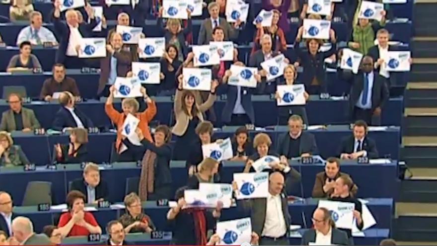 La UE vota la política pesquera común, un cuadro del documental de niunpezporlaborda.org