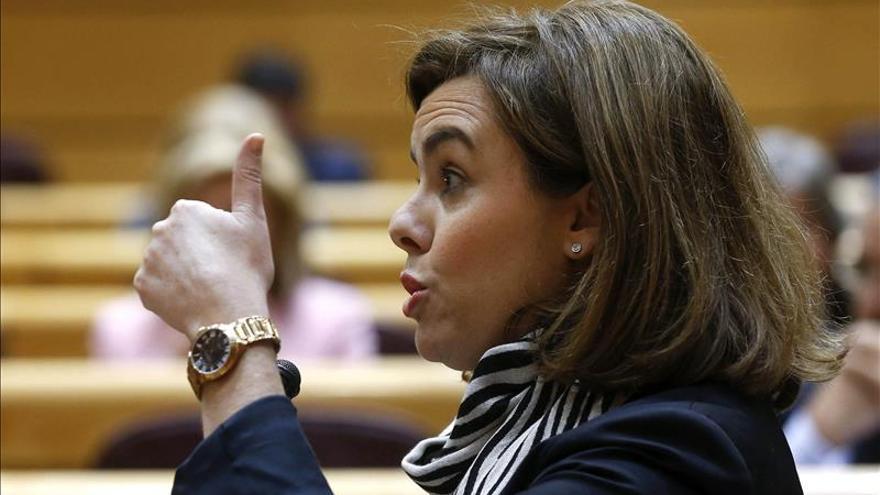 Sáenz de Santamaría dice al PSOE que deje de engañar a la cultura sobre el IVA