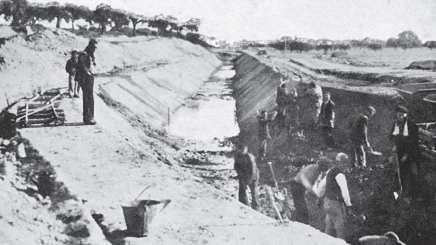 Foto extraída del artículo La construcción de la presa y el canal bajo del Alberche 1939-1950, de José Pérez Conde