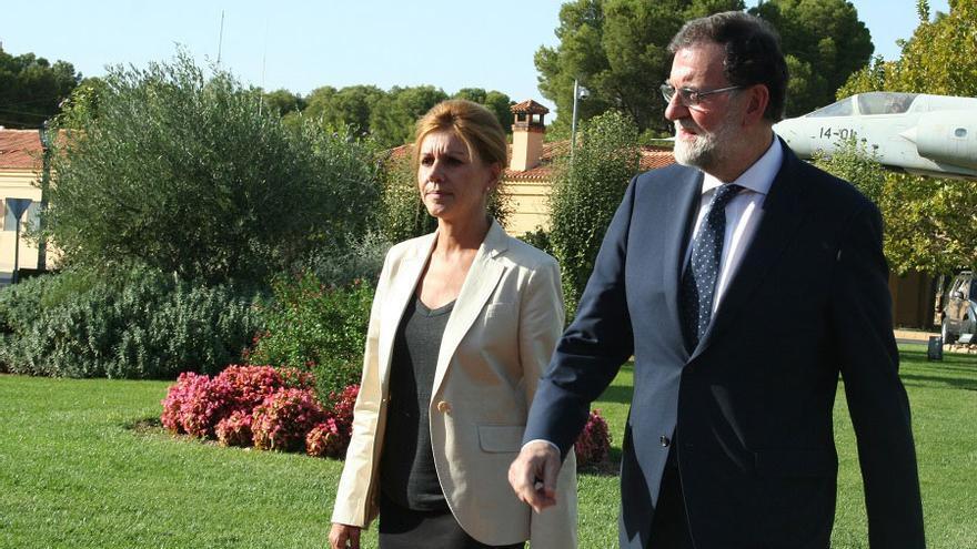 Mariano Rajoy y Dolores de Cospedal en la Base Aérea de Los Llanos