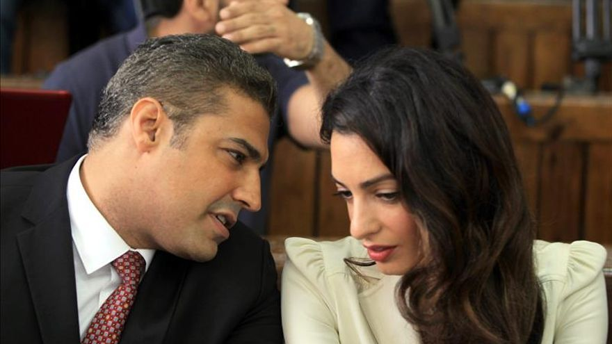 La abogada Amal Clooney considera el juicio contra los periodistas un precedente peligroso