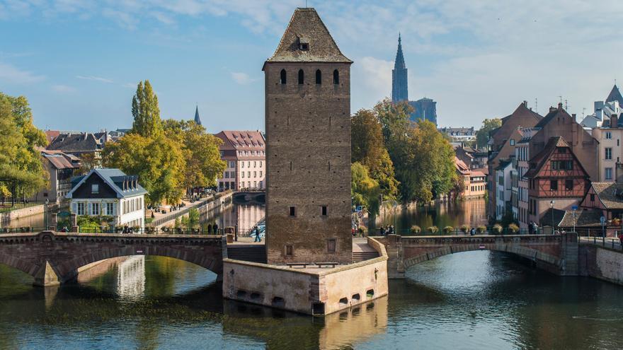 Uno de los puentes fortificados sobre el Río Ill. Esta es una de las zonas más antiguas de Estrasburgo. Mathias GUILLAUME