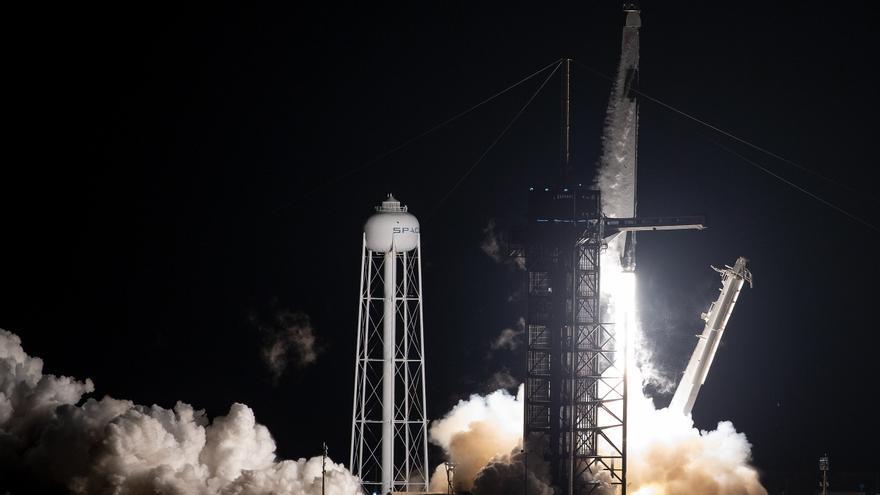 SpaceX lanza al espacio otro grupo de sesenta satélites Starlink