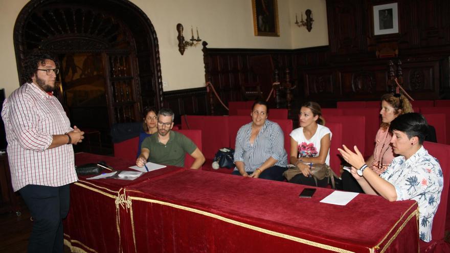 Reunión en el Ayuntamiento de Santa Cruz de La Palma en la que en la que han comenzado los preparativos para la segunda Feria de la Garimba.