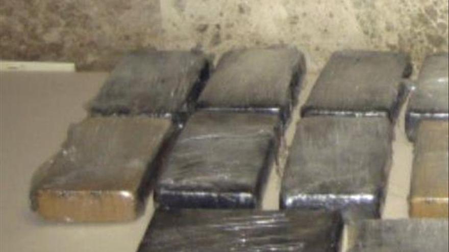 Intervenidos a tres personas 5,2 kilos de mezcalina procedente de Perú