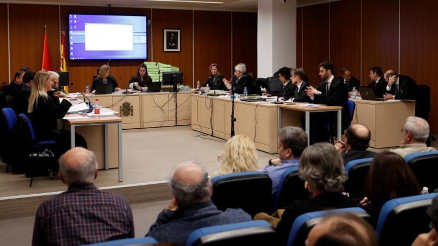 Vista general del juicio celebrado este miércoles 15 de enero de 2020 a los 133 controladores a los que la Fiscalía -que ya ha llegado un acuerdo con más de un centenar de ellos- acusa de abandonar sus funciones durante la huelga de diciembre de 2010, lo que llevó al cierre del espacio aéreo durante cerca de 20 horas.