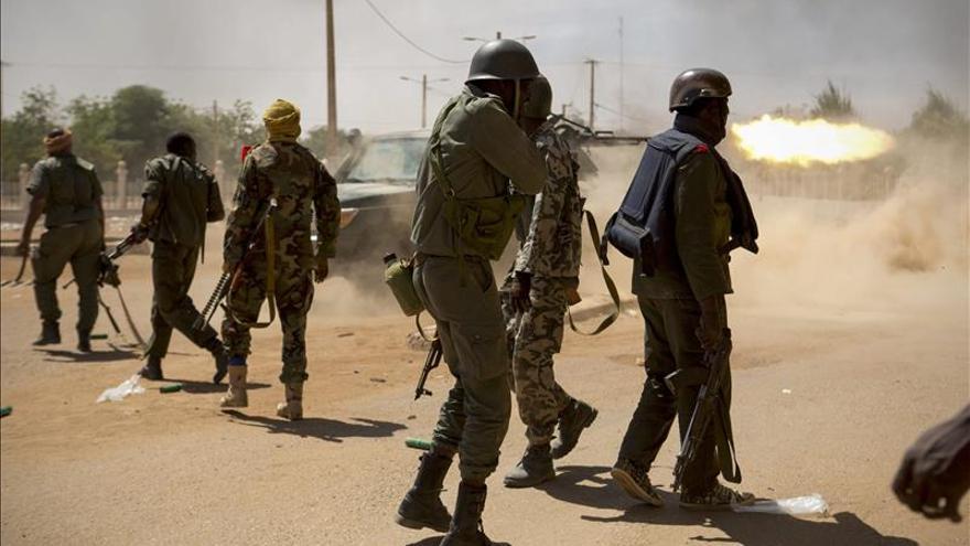 El Gobierno y los rebeldes tuaregs acuerdan un alto el fuego en Mali