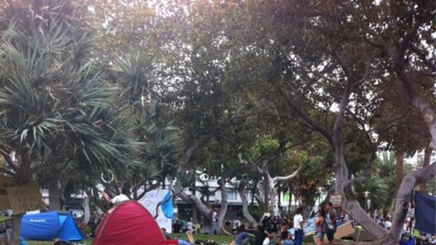 Acampada del 15M en el Parque de San Telmo. (@acampadalaspalmas)