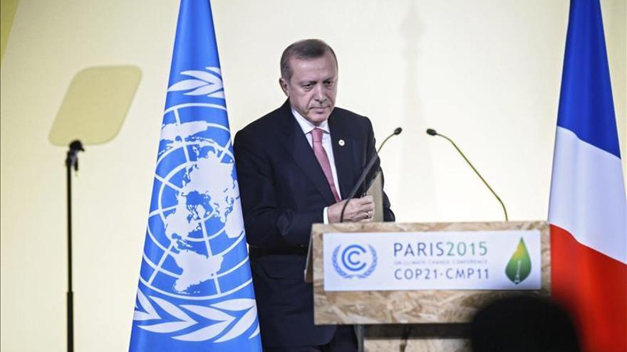 Erdogan califica de inmoral que Rusia acuse a su familia de traficar con el EI