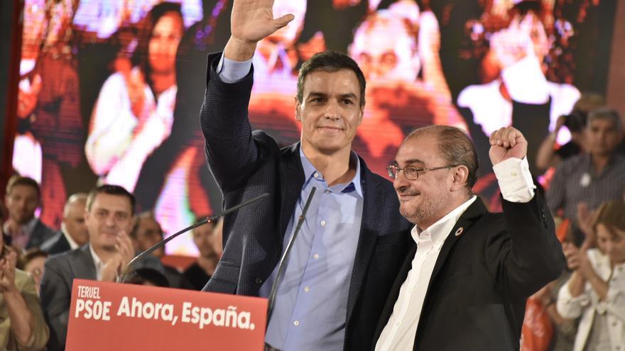 El presidente de España en funciones, Pedro Sánchez, y el presidente de Aragón, Javier Lambán