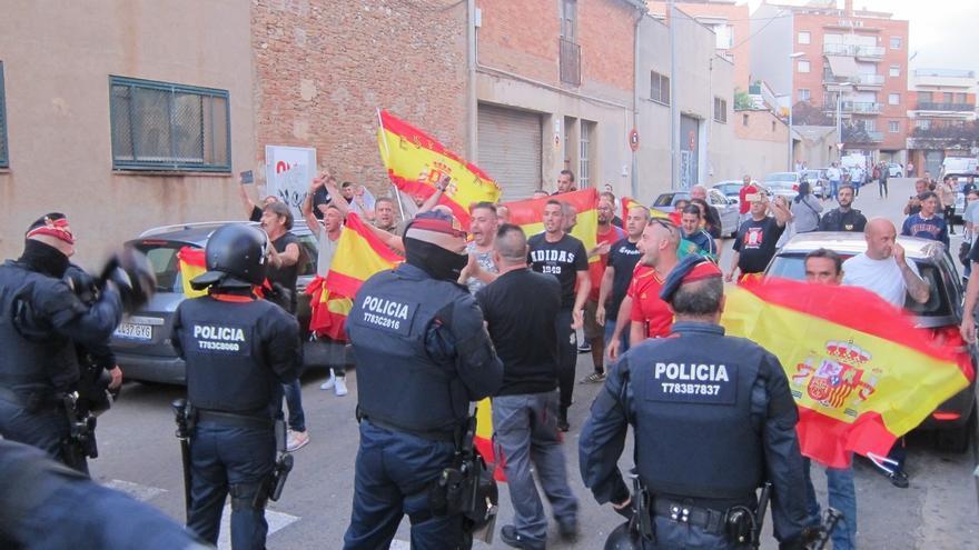 Unas 20 personas tratan de boicotear un mitin de ERC en Ripollet (Barcelona)