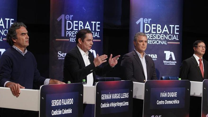 Duque y Petro mantienen la ventaja de cara a los comicios en Colombia, según un sondeo