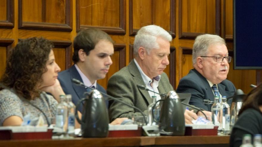 Ruth León y Daniel Reyes, consejeros de Ciuca en el Cabildo, junto a los compañeros de su grupo de Unidos por Gran Canaria Francisco Pérez y José Miguel Bravo de Laguna