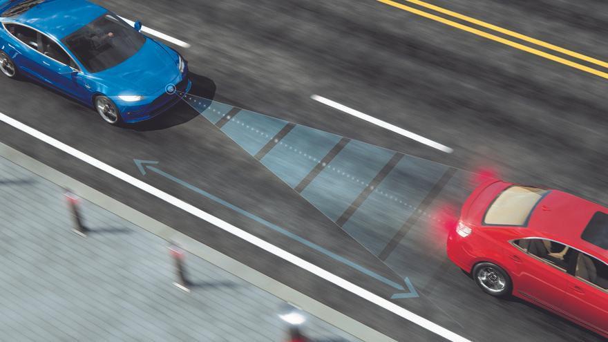 Sensores y/o radares de velocidad permiten controlar la distancia de seguridad con el vehículo precedente.