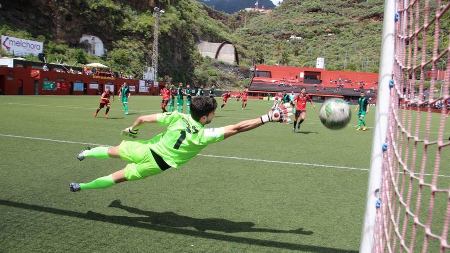 Los mensajeristas marcaron cuatro goles este domingo. Foto: JOSÉ AYUT.
