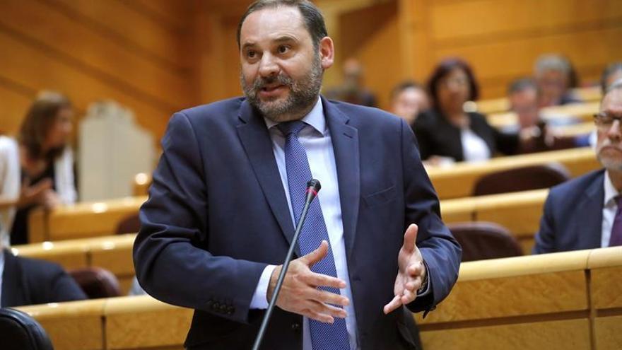 Ábalos ratifica el fin del peaje en la AP-1 y aboga por abrir un debate