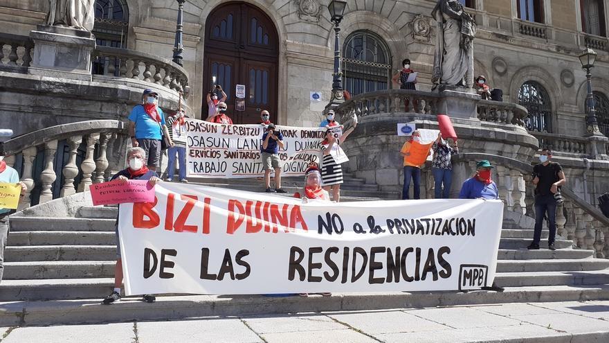 """Pensionistas vuelven a concentrarse ante los ayuntamientos y mantendrán movilizaciones """"simbólicas"""" durante la alerta"""