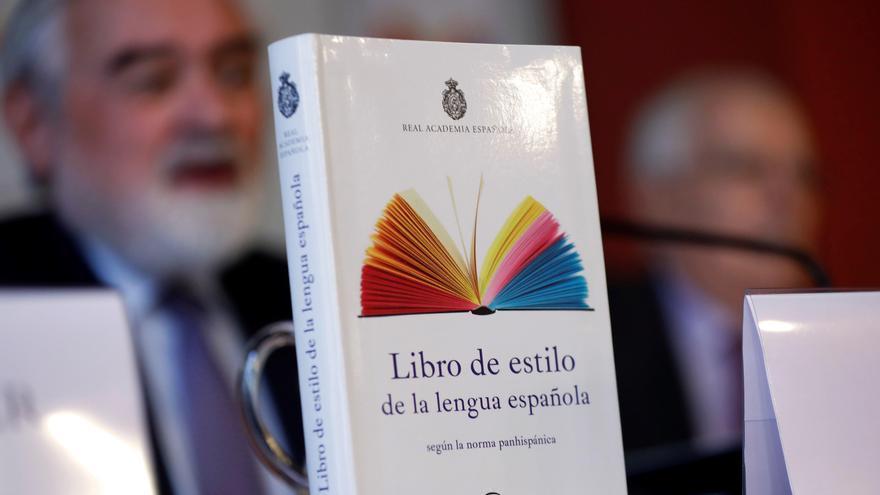 Darío Villanueva, director de la Real Academia Española, durante la presentación del Libro de estilo de la lengua española, esta mañana en Madrid