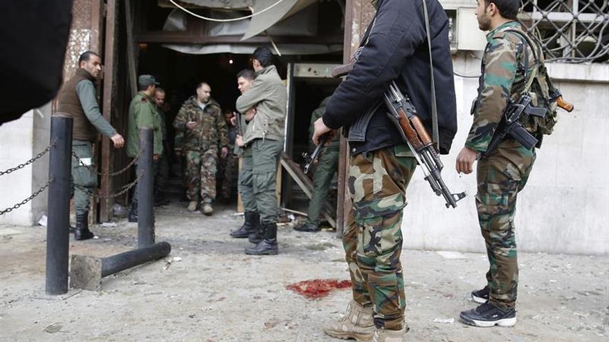 Facciones islámicas toman posiciones del ejército a las afueras de Damasco