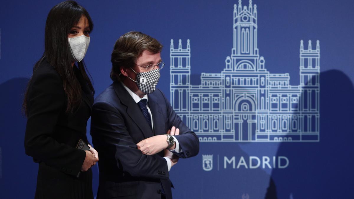 La vicealcaldesa de Madrid, Begoña Villacís; y el alcalde de Madrid, José Luis Martínez-Almeida.