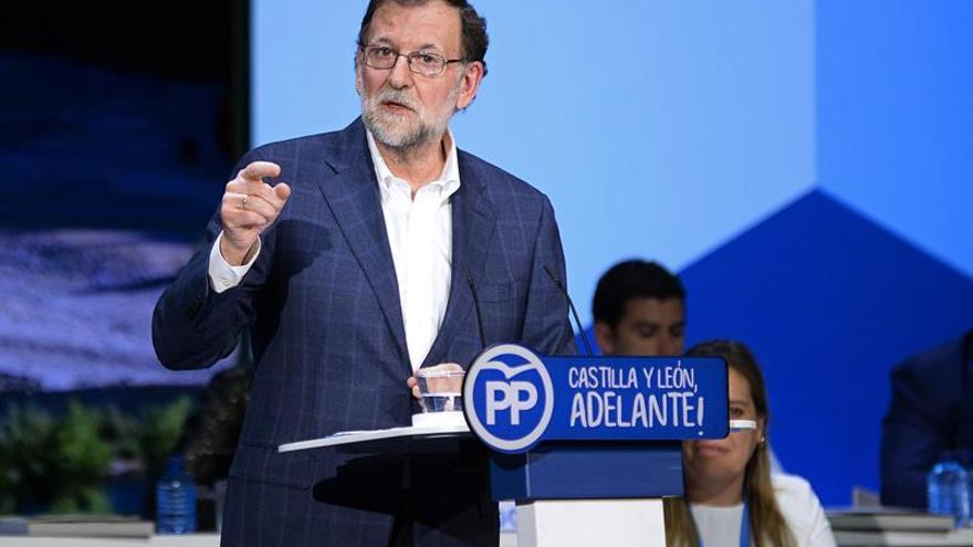 Rajoy traslada a Santos la solidaridad del pueblo español tras las avalanchas