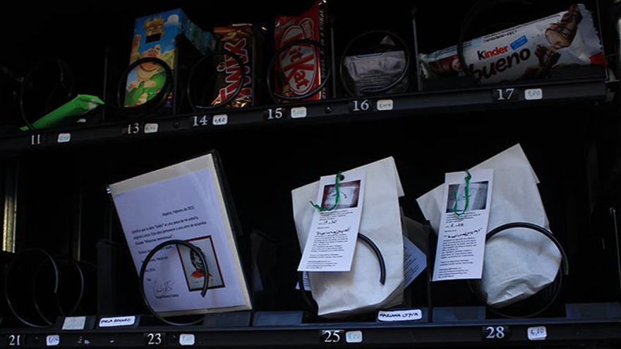 Varias de las obras en la máquina expendedora | SOMOS MALASAÑA