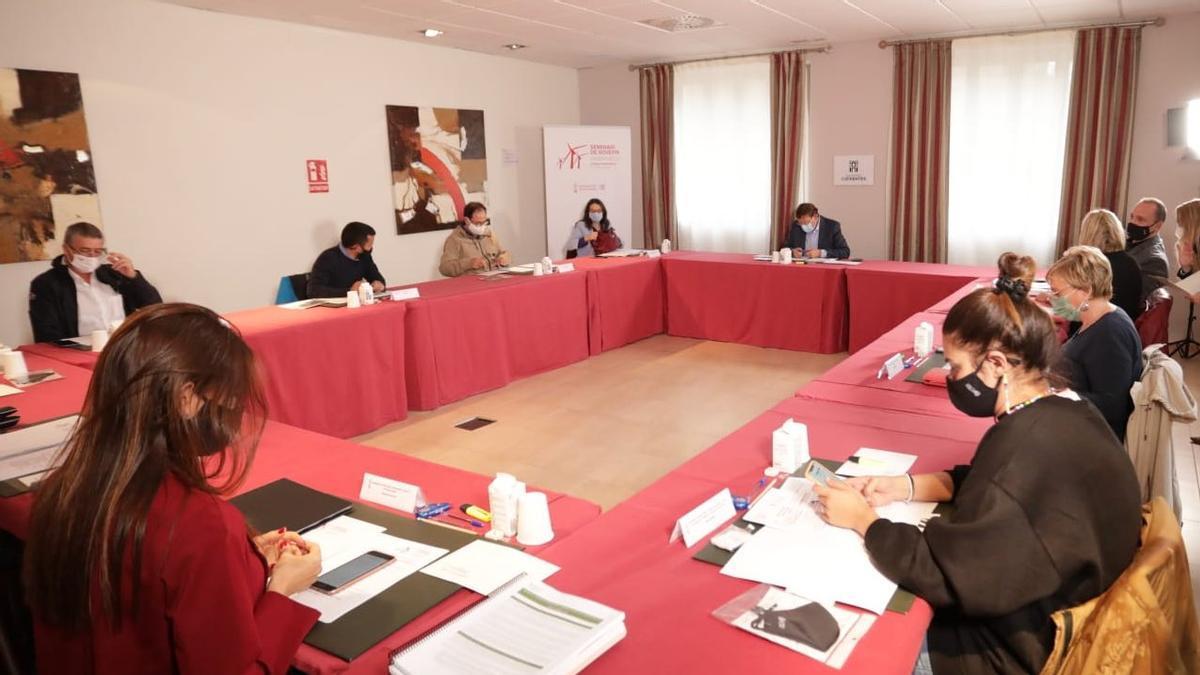 Los miembros de Consell reunidos en el seminario de invierno en Ayora.