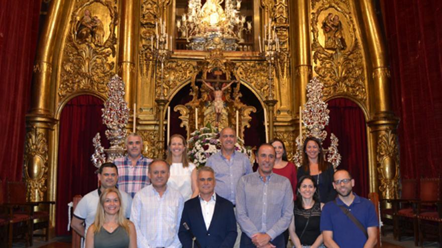 El alcalde de Teror, Gonzalo Rosario, junto a sus concejales en la Basílica del Pino