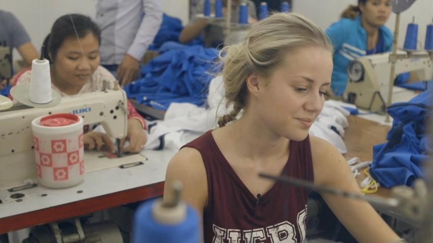 Captura del programa 'Sweatshop', tras el que una bloguera ha denunciado las condiciones laborales en las fábricas de H&M en Camboya.