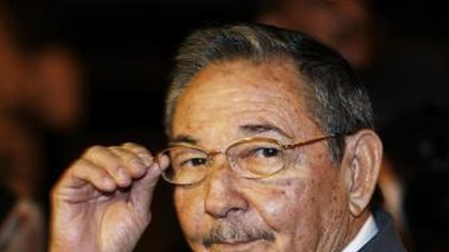 """Raúl Castro destaca las """"cordiales"""" relaciones entre Cuba y el Vaticano"""