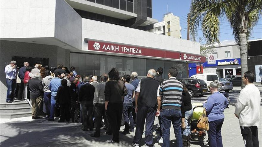 Los bancos han abierto sus puertas en Chipre por segundo día consecutivo / EFE