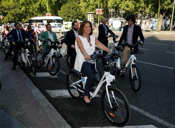 Ana Botella inaugura el servicio público de bicicletas de Madrid: BiciMAD | Fotografía: Ayuntamiento de Madrid