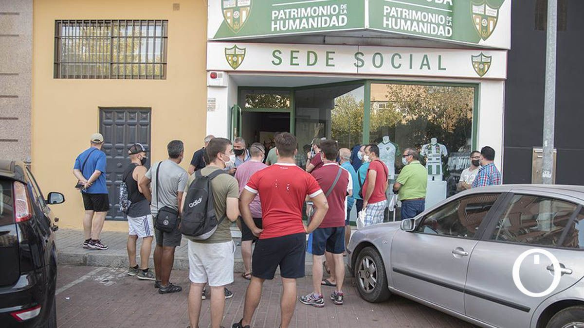Aficionados del Córdoba Patrimonio en su sede social