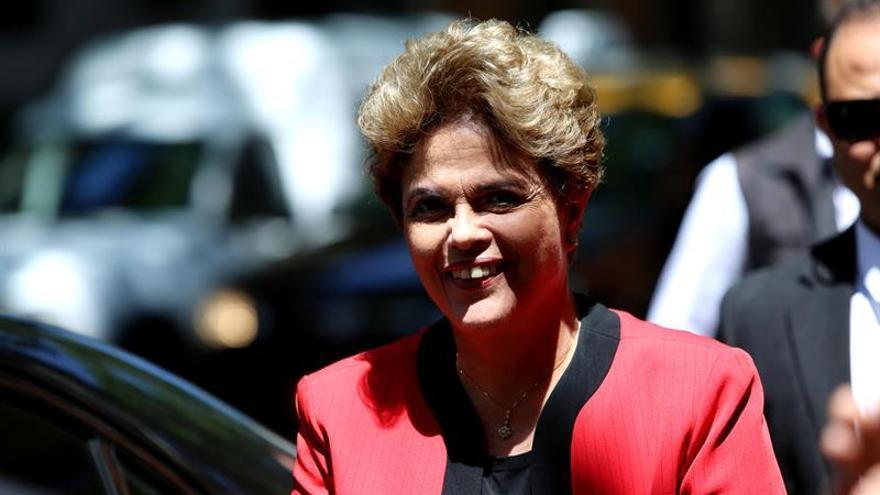 Rousseff teme que el retroceso social sea tendencia en América Latina