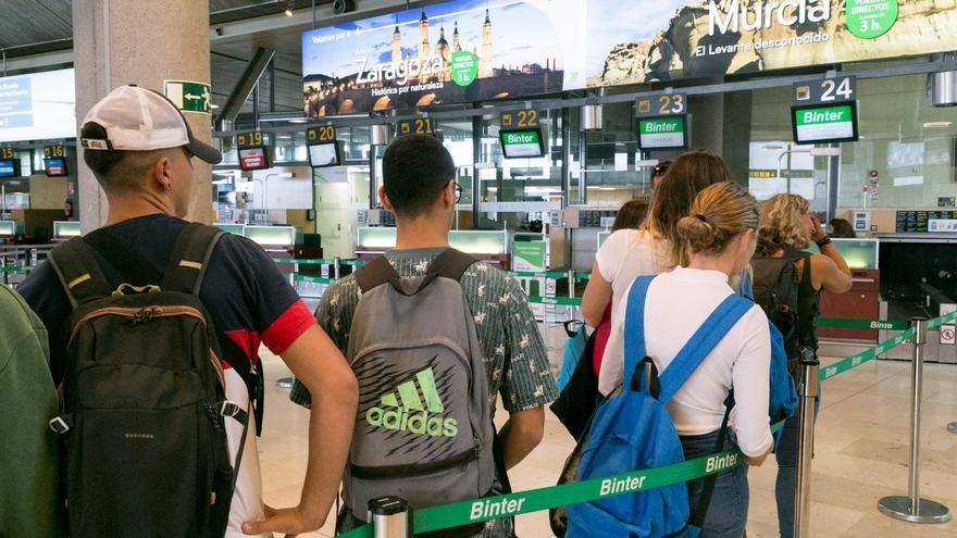 120 jóvenes canarios emprenden su viaje hacia Vigo desde Tenerife y Gran Canaria para iniciar el Camino de Santiago en el marco de la iniciativa 'El camino de los valores'