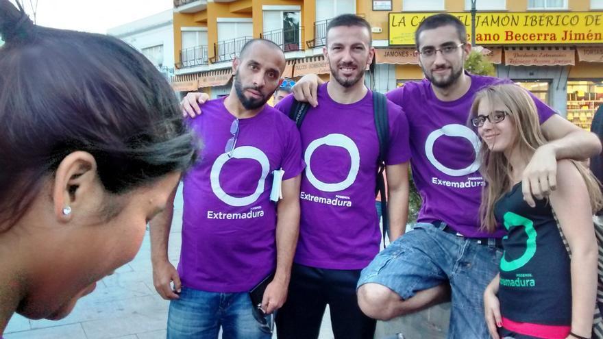 Un grupo de colaboradores de Podemos, en Mérida