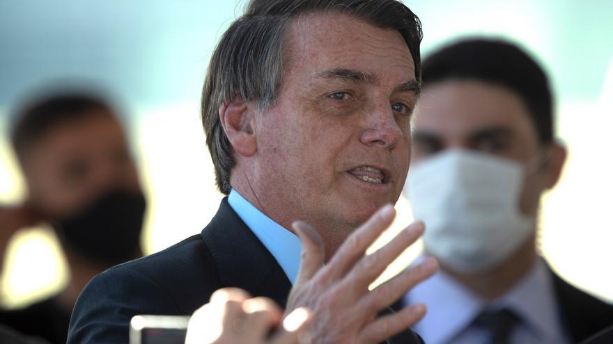 Bolsonaro pide ayuda a países que importan madera para combatir deforestación