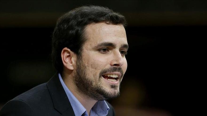 """Alberto Garzón se estrena acusando a Rajoy de tener solo futuro como """"cuentacuentos"""""""