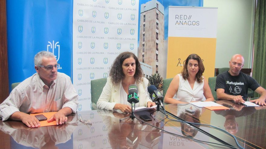 La consejera de Asuntos Sociales del Cabildo de La Palma, Jovita Monterrey (segunda por la izquierda), con representantes de Isonorte, Red Anagos y Red Canaria contra la Pobreza y la Exclusión Social.