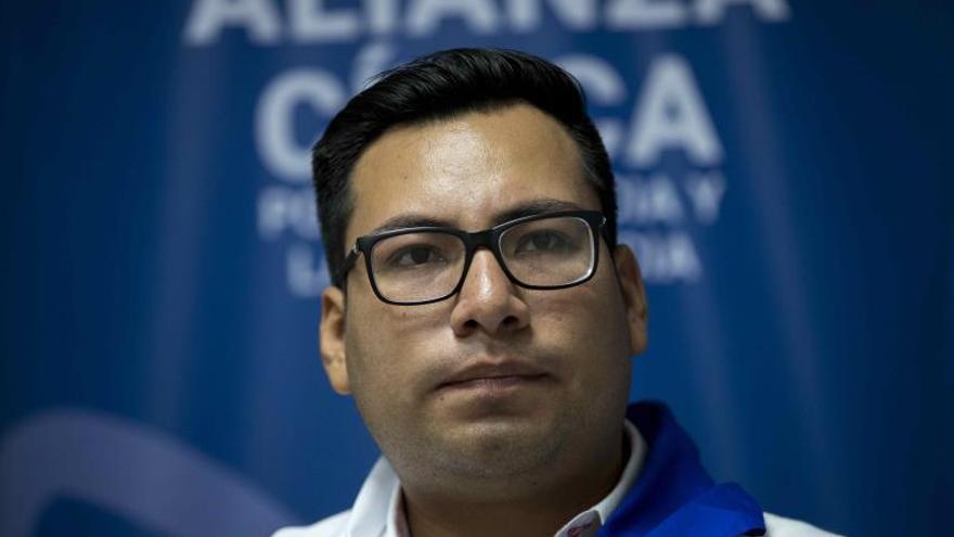 El dirigente opositor Yubrank Suazo y excarcelado político habla durante una entrevista hoy, viernes en Managua.