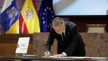 """El presidente del Gobierno de Canarias, Ángel Víctor Torres, firmó este sábado, Día de Canarias, el """"Pacto para la reactivación social y económica de Canarias""""."""
