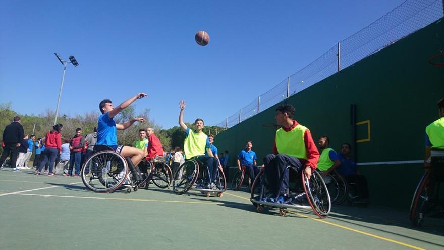 Baloncesto de silla de ruedas: Celebración del Día Internacional de Personas con Discapacidad