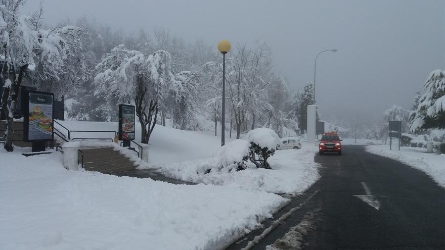Cerrado por nieve para camiones el puerto alavés de Herrera y el de Bernedo precisa cadenas