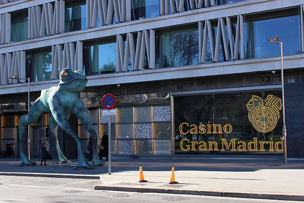 La rana de la suerte del Casino Gran Madrid | Fotografía: Somos Chueca