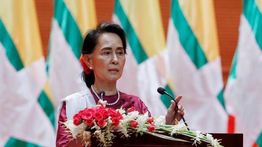 Suu Kyi expresa su preocupación por el éxodo de rohinyás a Bangladesh