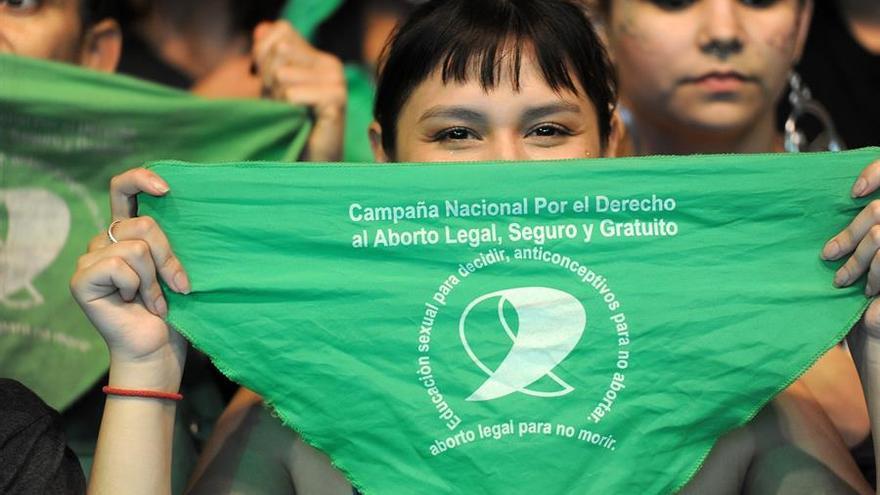 Retrato a una de las participantes de una movilización a favor del aborto este miércoles, en Buenos Aires (Argentina)